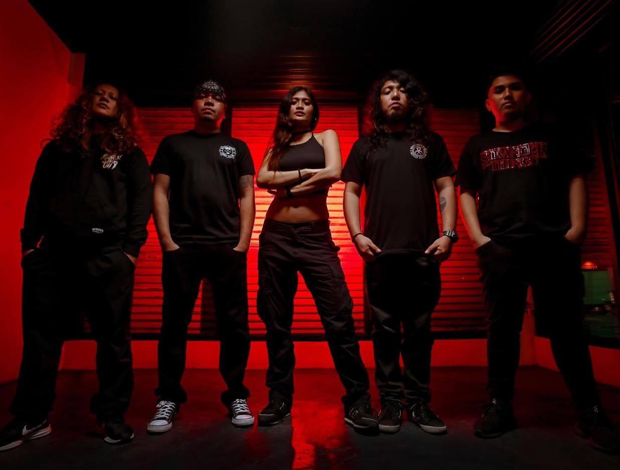 Deadstring Records Signs 2018 Muziklaban Champ - Lilith