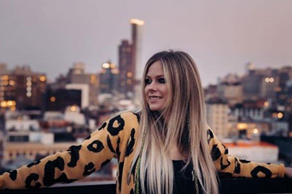AVRIL LAVIGNE ANNOUNCES HER  'HEAD ABOVE WATER WORLD TOUR' IN MANILA